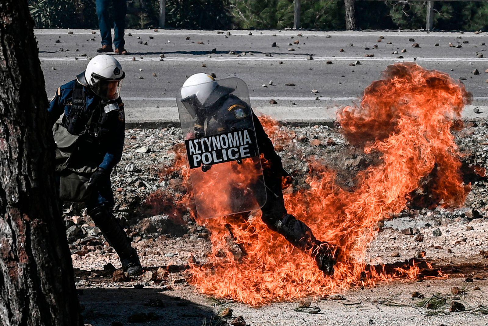 TOPSHOT-GREECE-UE-MIGRATION-PROTEST