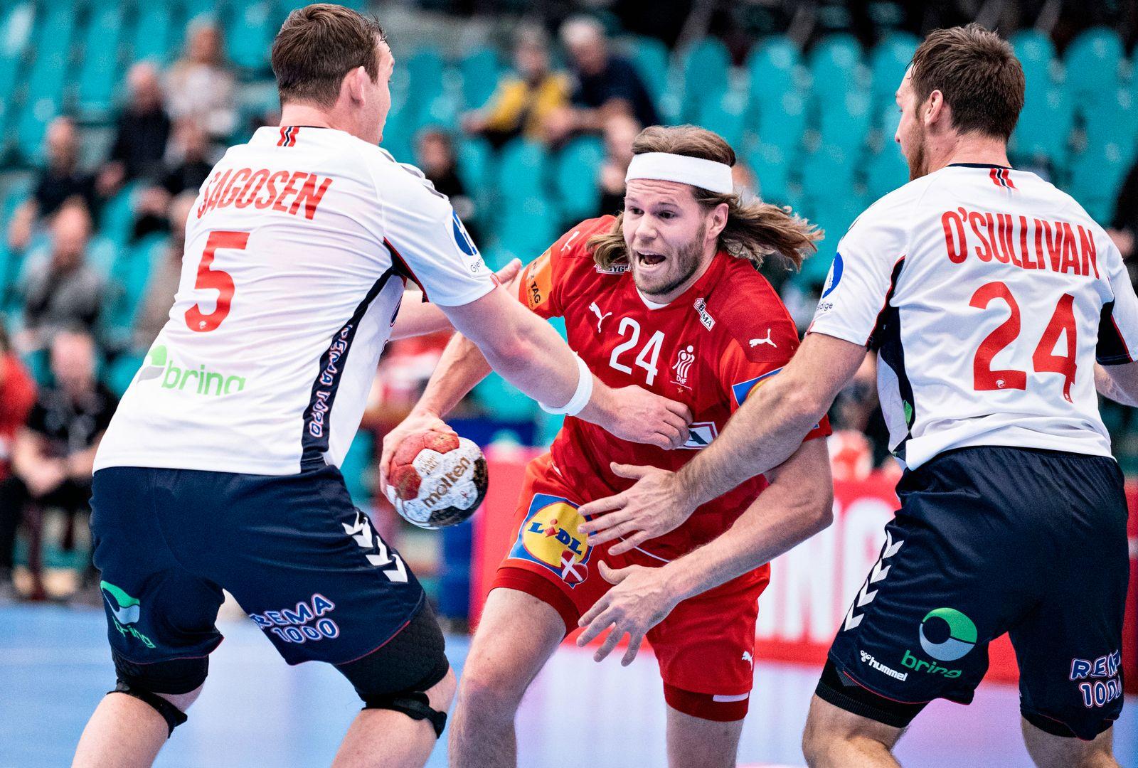 Danmarks Mikkel Hansen mod Norges Sander Sagosen og Christian O Sullivan i Bygma Cup landsholdskampen i herrehaandbold
