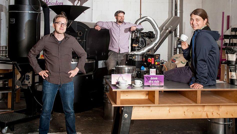 """""""Wir arbeiten ohne den Druck, unseren Job zu verlieren"""": Nadine Heymann in der Kaffeerösterei Flying Roasters"""