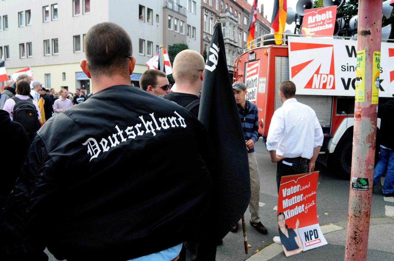 EINMALIGE VERWENDUNG Neonazis / Rechtsextremismus