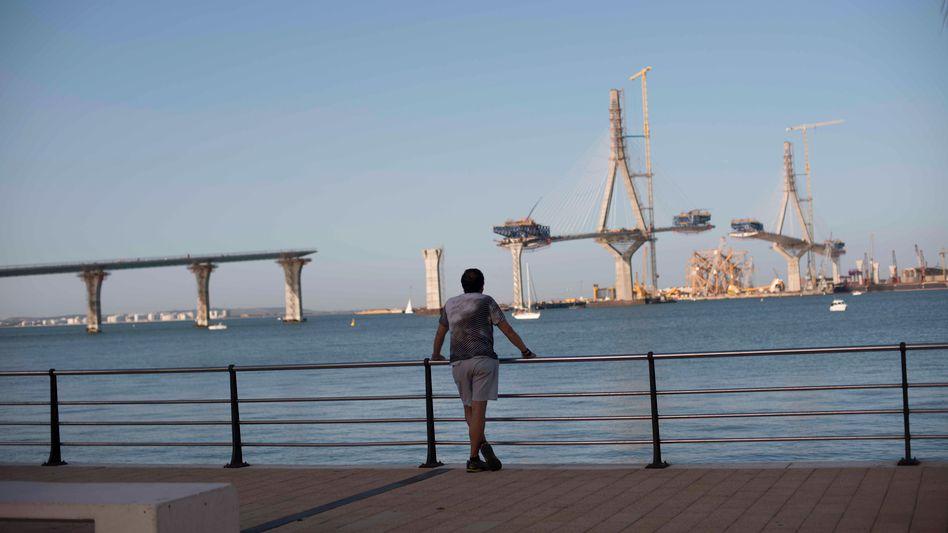 Does Cádiz really need this massive new bridge to the mainland?