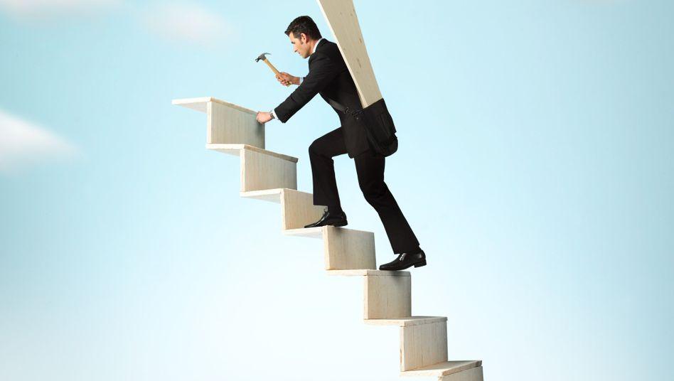 Schritt für Schritt auf der Karriereleiter: Gut für das Konto, schlecht für die Gesundheit
