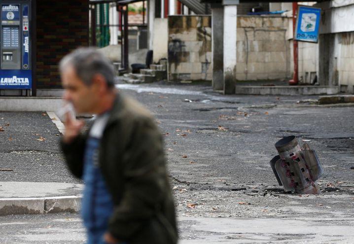 Eingeschlagene Rakete in Bergkarabachs Hauptstadt Stepanakert (Foto vom Vortag)