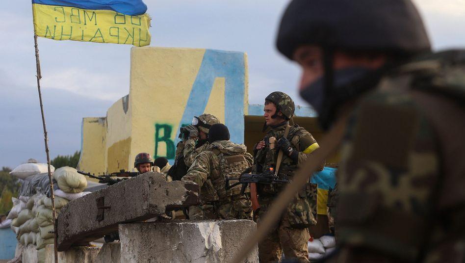 Ukrainische Soldaten in der Region Luhansk: Rebellen haben Wahlen ausgerufen
