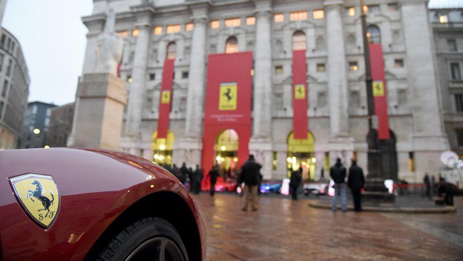 Ein Ferrari vor der Mailänder Börse: Sollen halt die reichen Italiener blechen