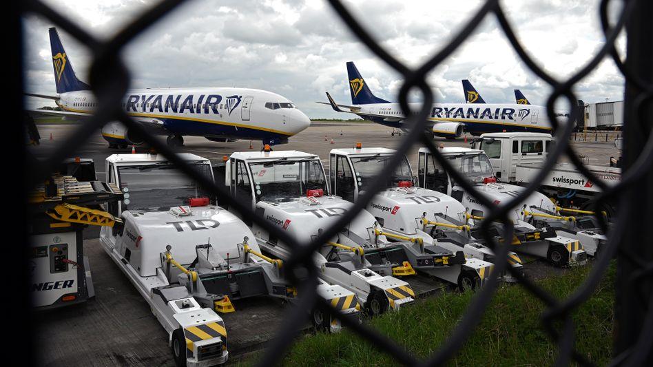 Ryanair-Flugzeuge in Manchester: Wegen der Krise fallen viele Flüge immer noch aus