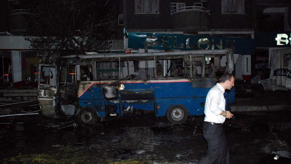 Stadtbus in Gaziantep: Schwere Detonation nahe einer Polizeiwache