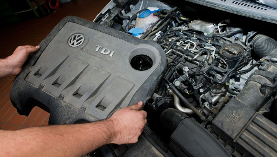 VW-Dieselmotor (Archivbild): Verbraucherschützer und VW wollen weiter verhandeln