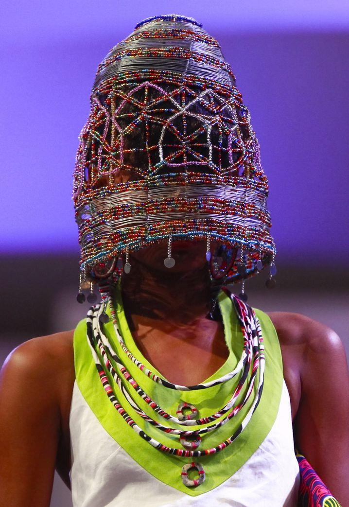 Frivole Hommage an die Trägerrakete Ariane: Kopfunterwäsche für Burkaträgerinnen.