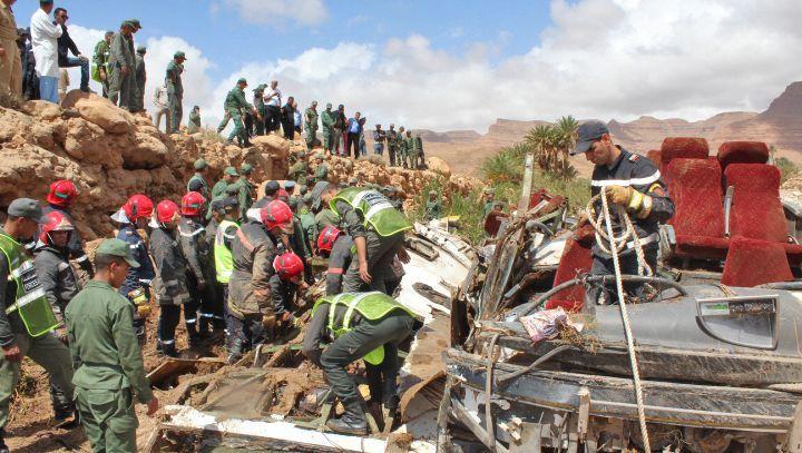 Marokkanische Rettungskräfte suchen nach Unfallopfern