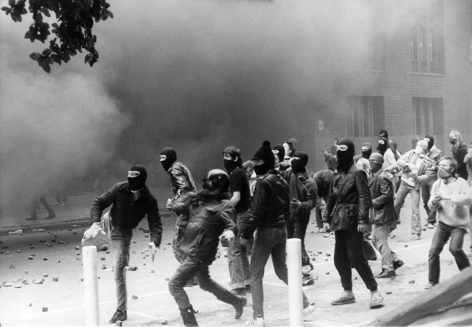 Berlin: Strassenschlacht zwischen Hausbesetzern und der Polizei