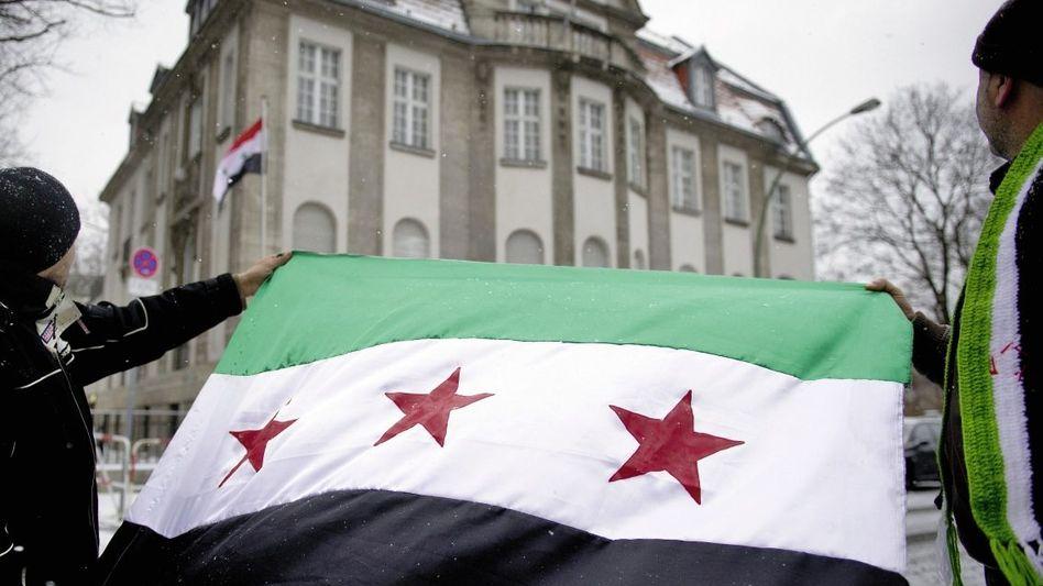 Protest vor syrischer Botschaft in Berlin