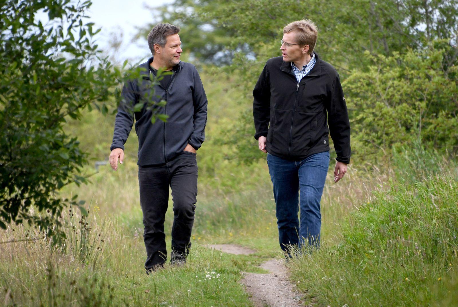 Günther und Habeck wandern zusammen