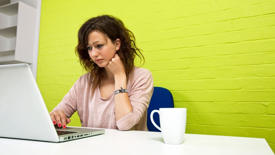 Auch für Praktikanten gilt der Mindestlohn, wenn sie länger als drei Monate bleiben