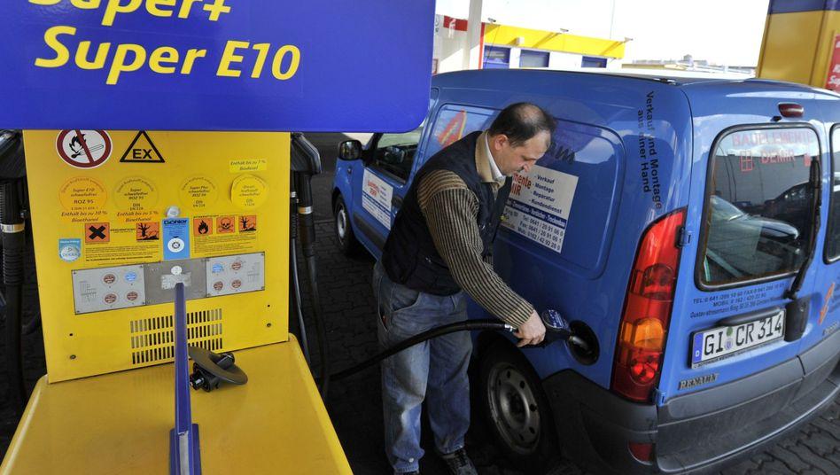 E10: 40 Prozent der Autofahrer bezweifeln laut ADAC den Umweltnutzen