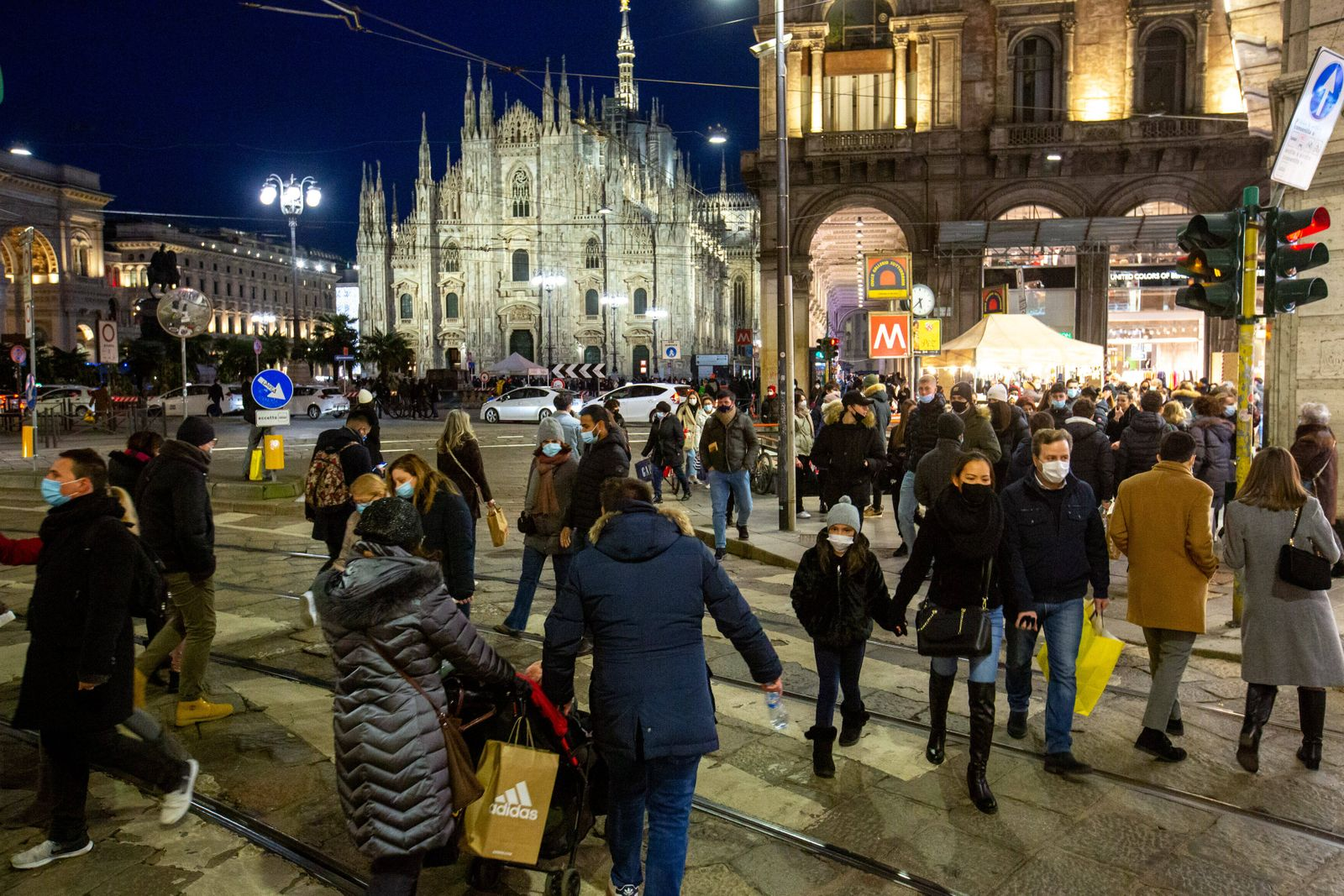 Milan, orange area, crowds and shopping in the center for the first Saturday of winter sales Editorial Usage Only PUBLI