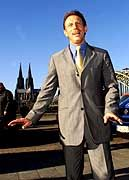 Bester Laune: Christoph Daum auf dem Weg zur Pressekonferenz