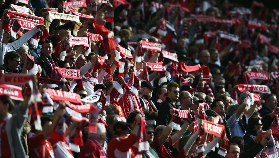 Anhänger vom 1. FC Köln: Wollten nicht mit AfD-Chef Bernd Lucke Zug fahren