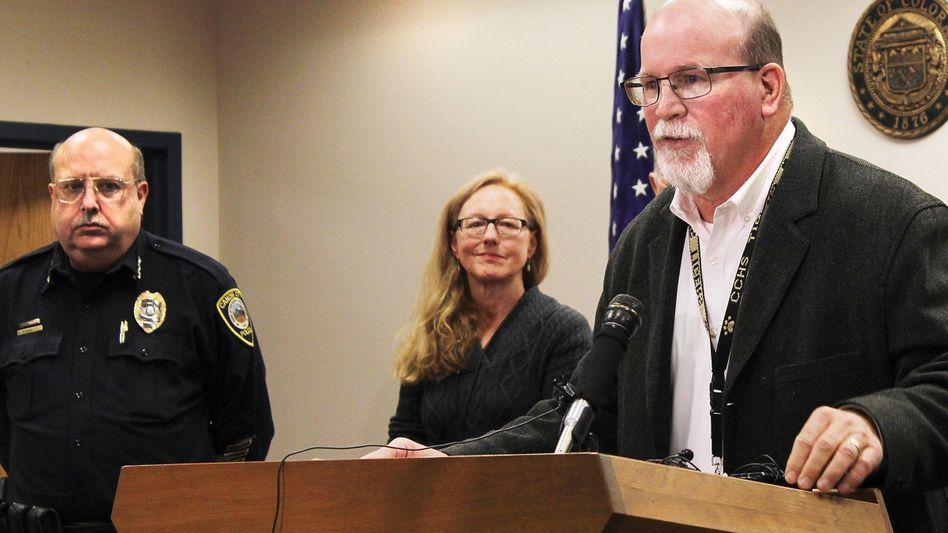 """Superintendent George Welsh (rechts) während einer Pressekonferenz zu dem Sexting-Skandal: """"Das ist eine große Zahl von Kindern"""""""