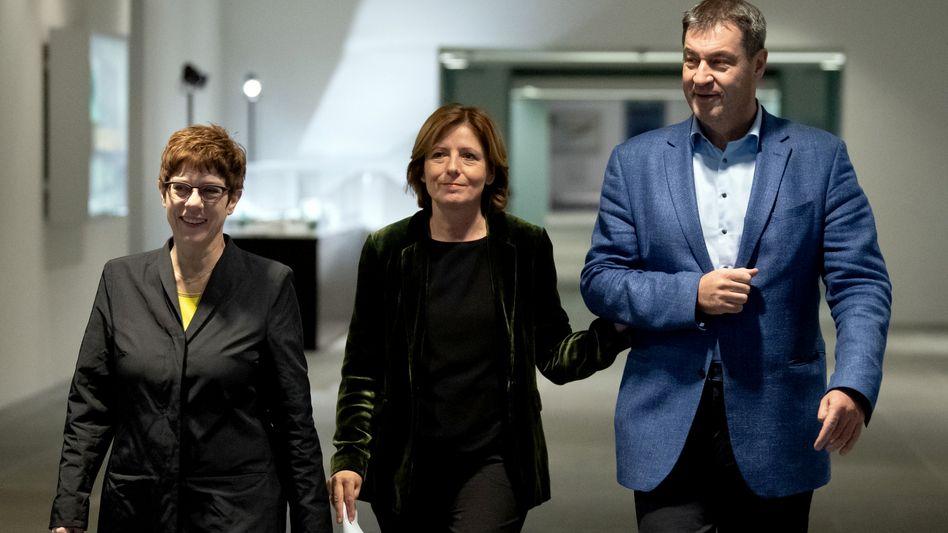Annegret Kramp-Karrenbauer (links, CDU), Malu Dreyer (SPD) und Markus Söder (CSU): Kein schlechter Kompromiss, im Gegenteil