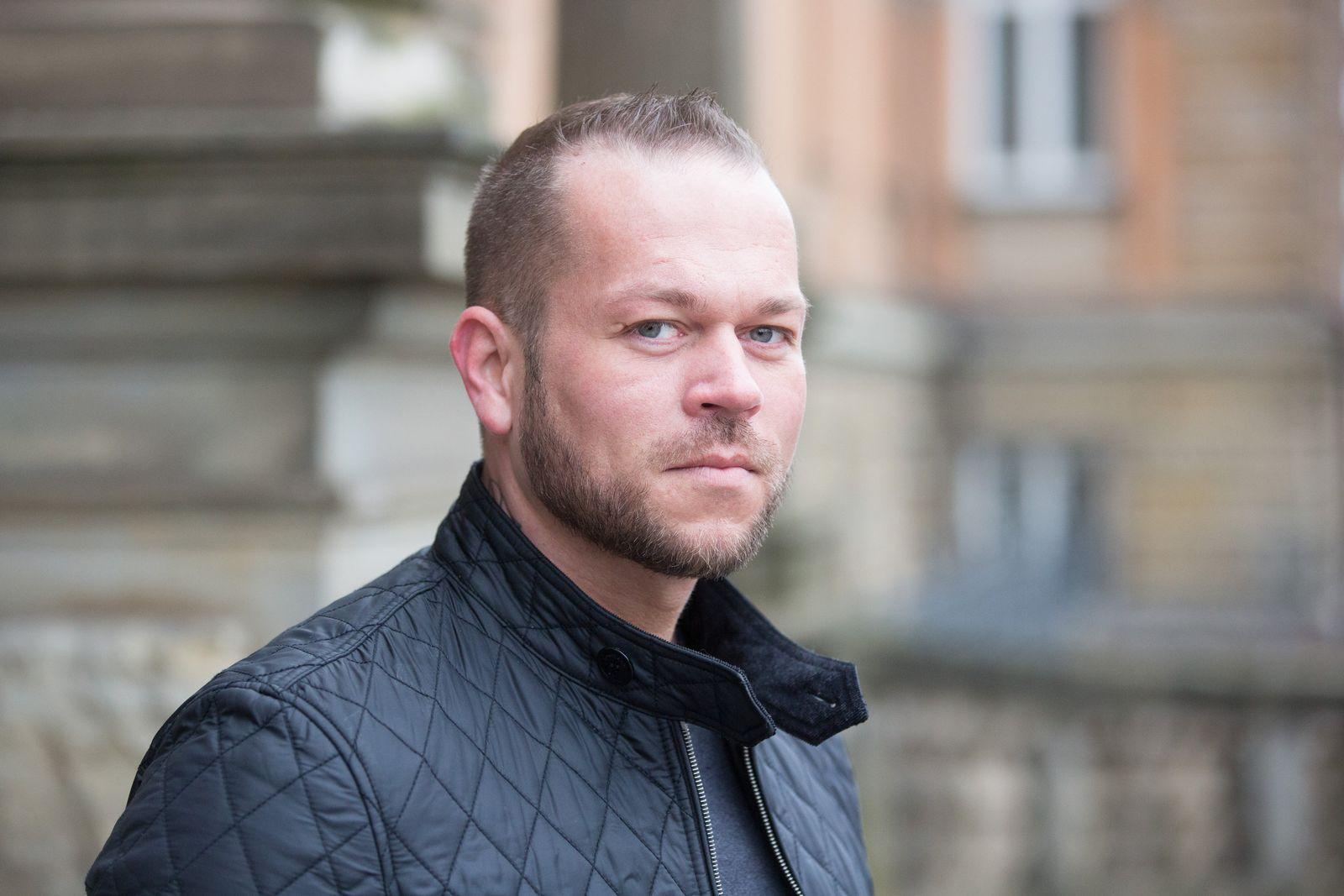 """Tim Wosnitza - Witwer von """"Sexy Cora"""""""