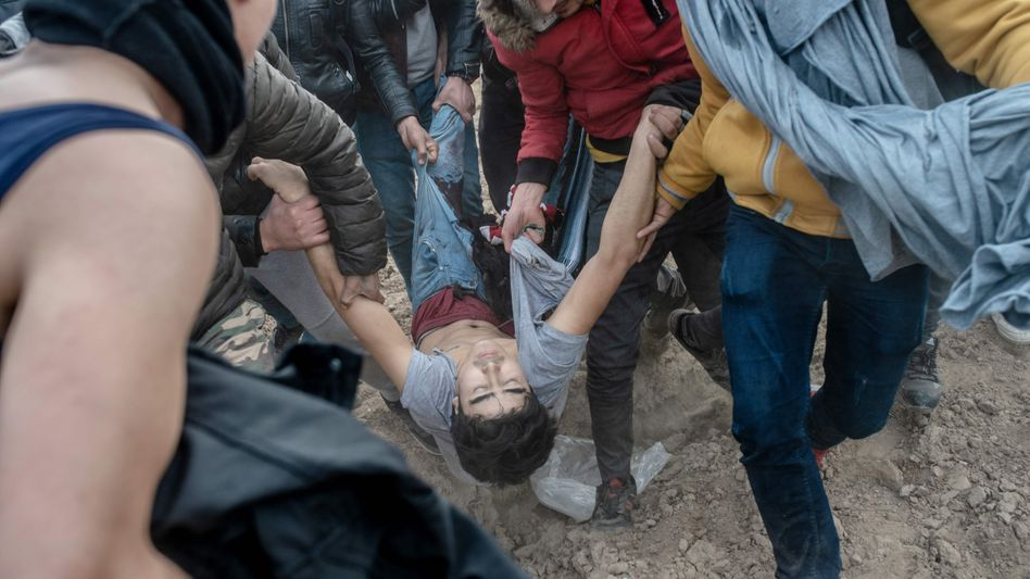 Am 4. März werden an der türkisch-griechischen Grenze vier Migranten innerhalb von vier Minuten angeschossen.