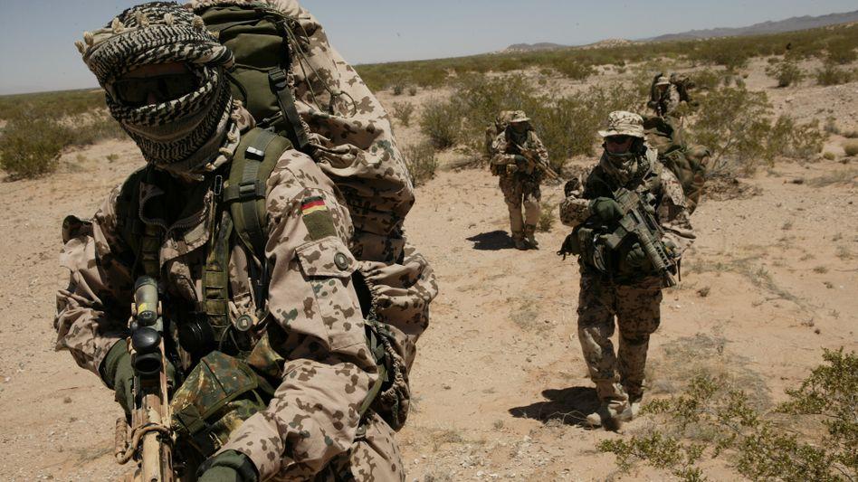 Spezialkräfte in der Wüste (Archivbild): 178 Elitesoldaten nahmen Quartier