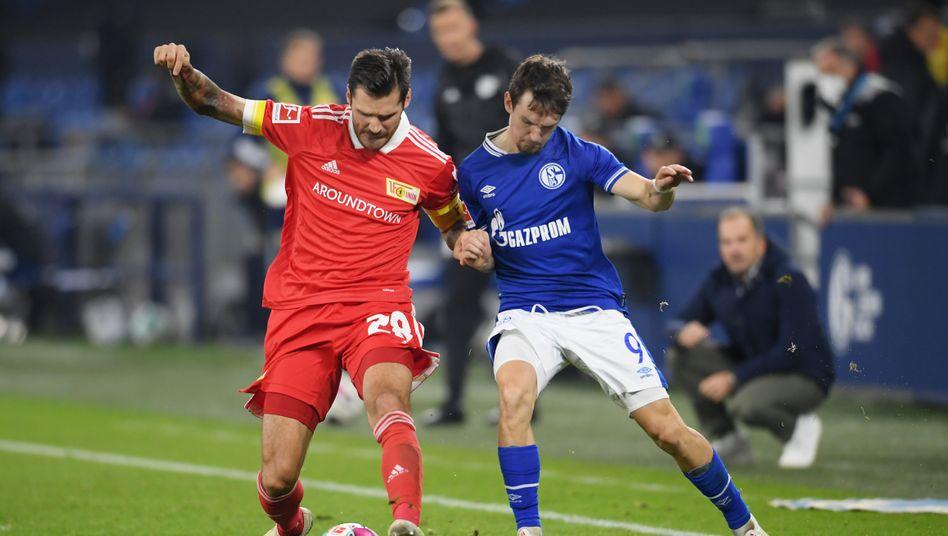 Unions Christopher Trimmel und Schalkes Benito Raman standen sich in einem Kampfspiel gegenüber