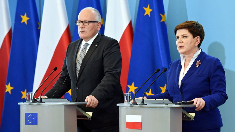 EU-Kommissionsvize Timmermans und Polens Regierungschefin Szydlo