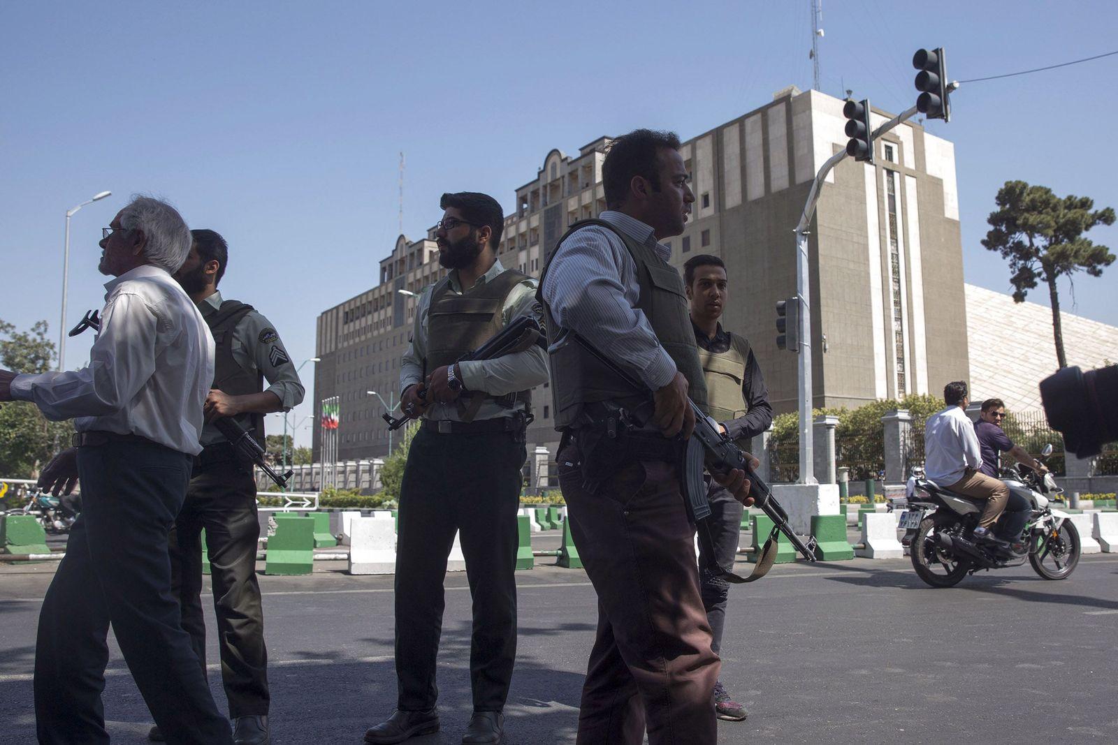 Iran / Teheran / Polizisten