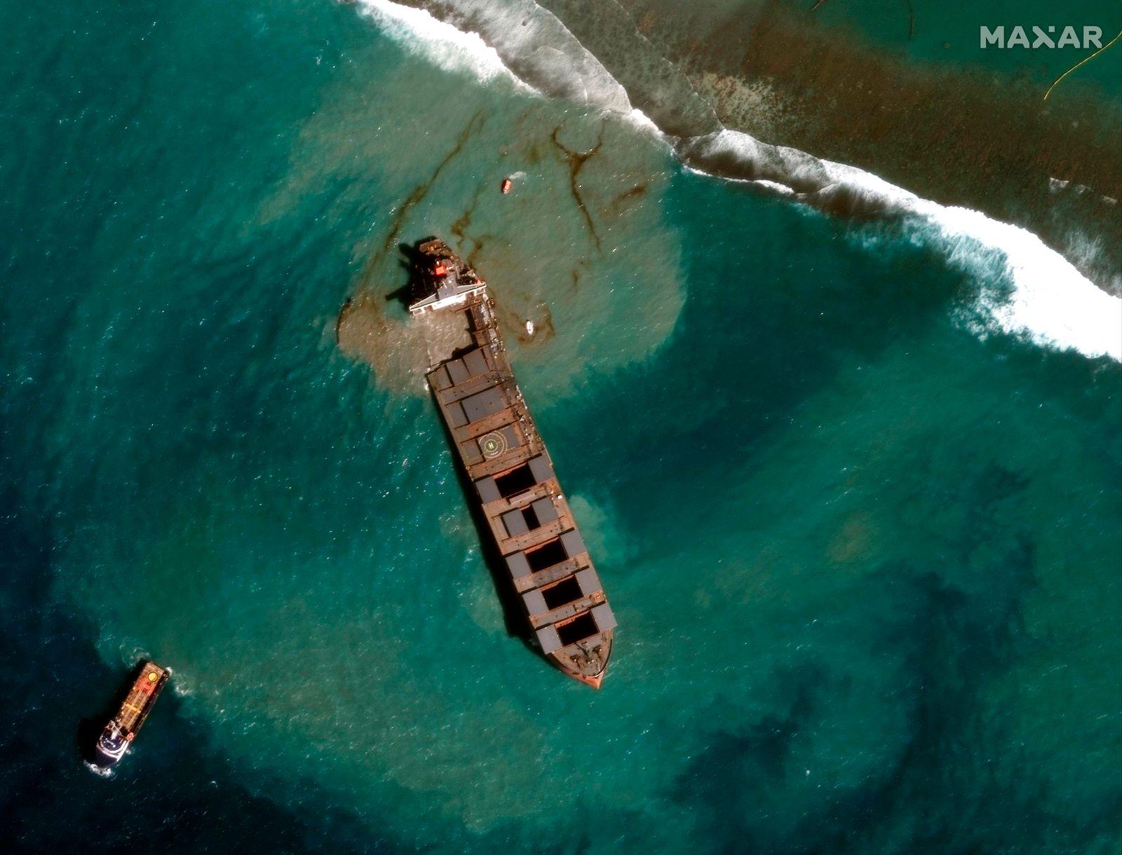 TOPSHOT-MAURITIUS-JAPAN-SHIPPING-ENVIRONMENT-POLLUTION