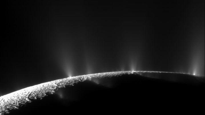 Saturnmond Enceladus: Eisige Fontänen