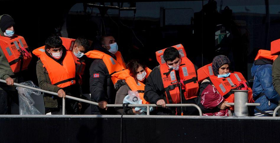 Gerettete Schutzsuchende am Freitag in Dover
