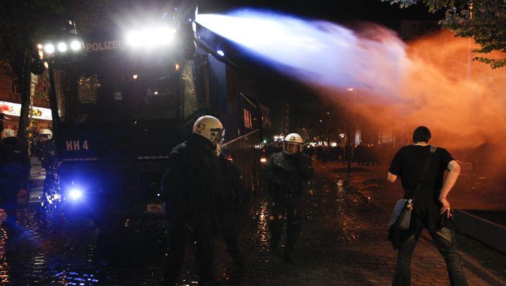Mai-Kundgebungen: Krawalle in Berlin und Hamburg