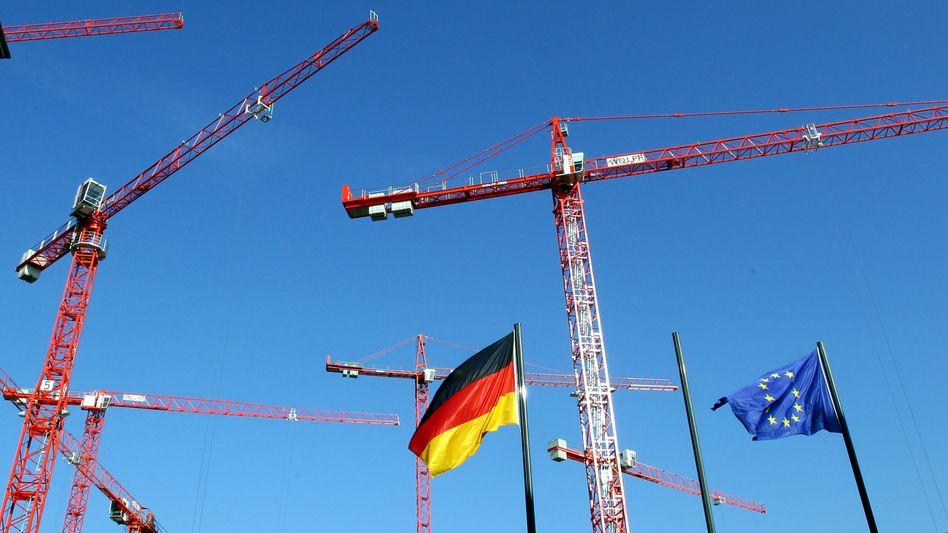 Deutsche und EU-Flagge in Berlin