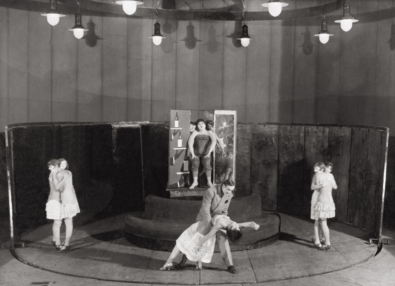 The Threepenny Opera by Bertolt Brecht and Kurt Weill, Staatliches Kammertheater, Moscow, Photograph by Sojus-Foto, 1930