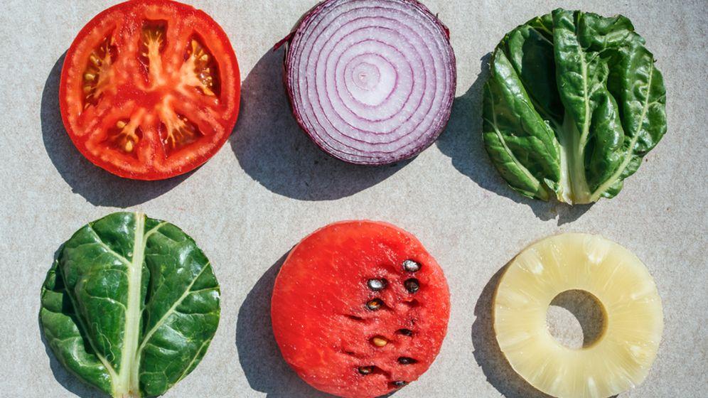 """""""Jedes Obst und Gemüse enthält andere gesunde Stoffe, die unter anderem für dessen Farbe verantwortlich sind"""", sagt die Ernährungsforscherin Caroline Stokes"""