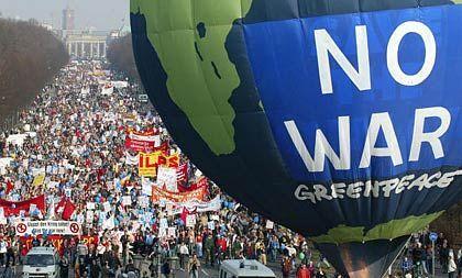 In Berlin gingen Tausende gegen den Irak-Krieg auf die Straße