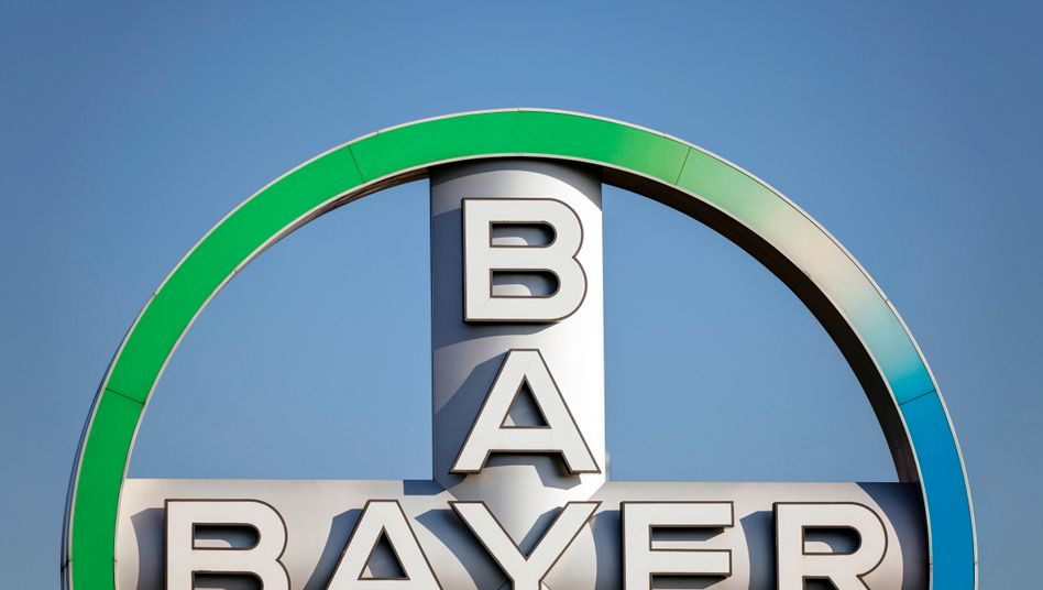 Logo del gruppo Bayer all'aeroporto di Colonia / Bonn