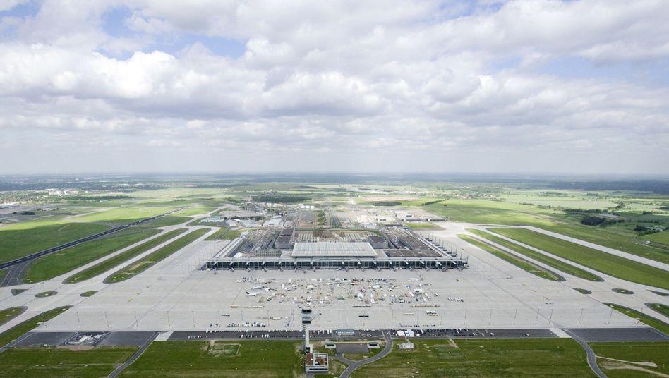Flughafen Berlin-Brandenburg Willy Brandt: Dunkle Wolken über Eröffnung und Fianzierung