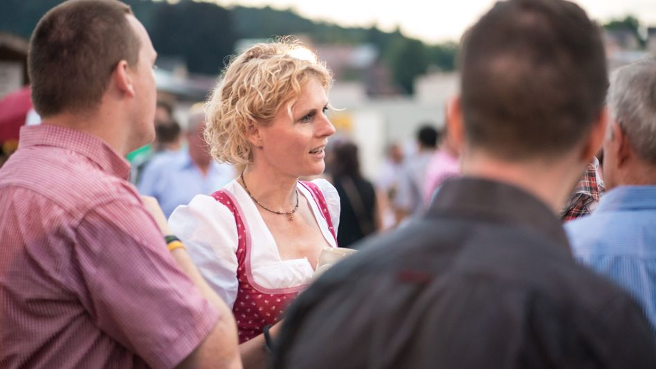 Verwaltungsratschefin Lindner während eines Betriebsfests