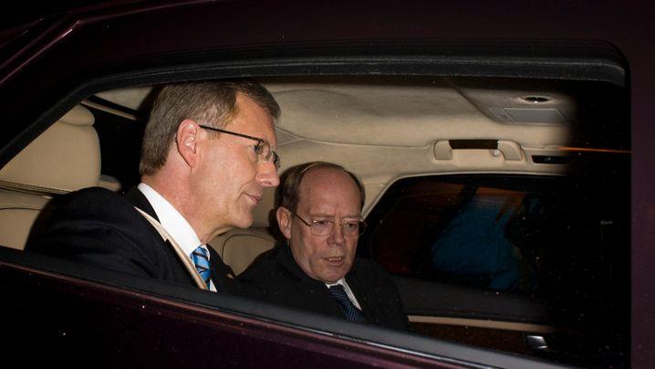 """Präsident in Erklärungsnot: Wulff, """"Bild"""" und die Mailbox-Nachricht"""