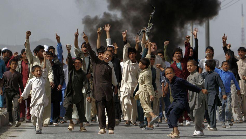 Protestierende Jungen in Kabul: Gewaltsamer Protest gegen Schmähvideo