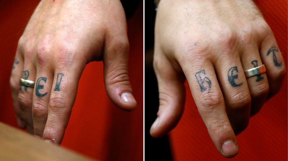 Tätowierte Finger von André E. (Mai 2013)