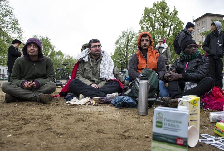 Turgay (2.v.l.) und andere Aktivisten im April 2014 im Hungerstreik