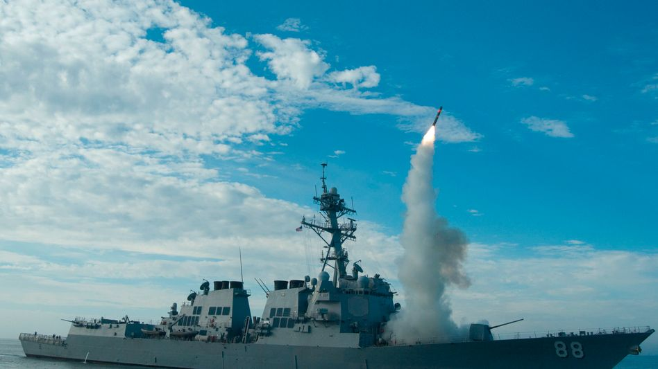 Tomahawk-Rakete, die von einem amerikanischen Zerstörer abgeschossen wird (Archiv).
