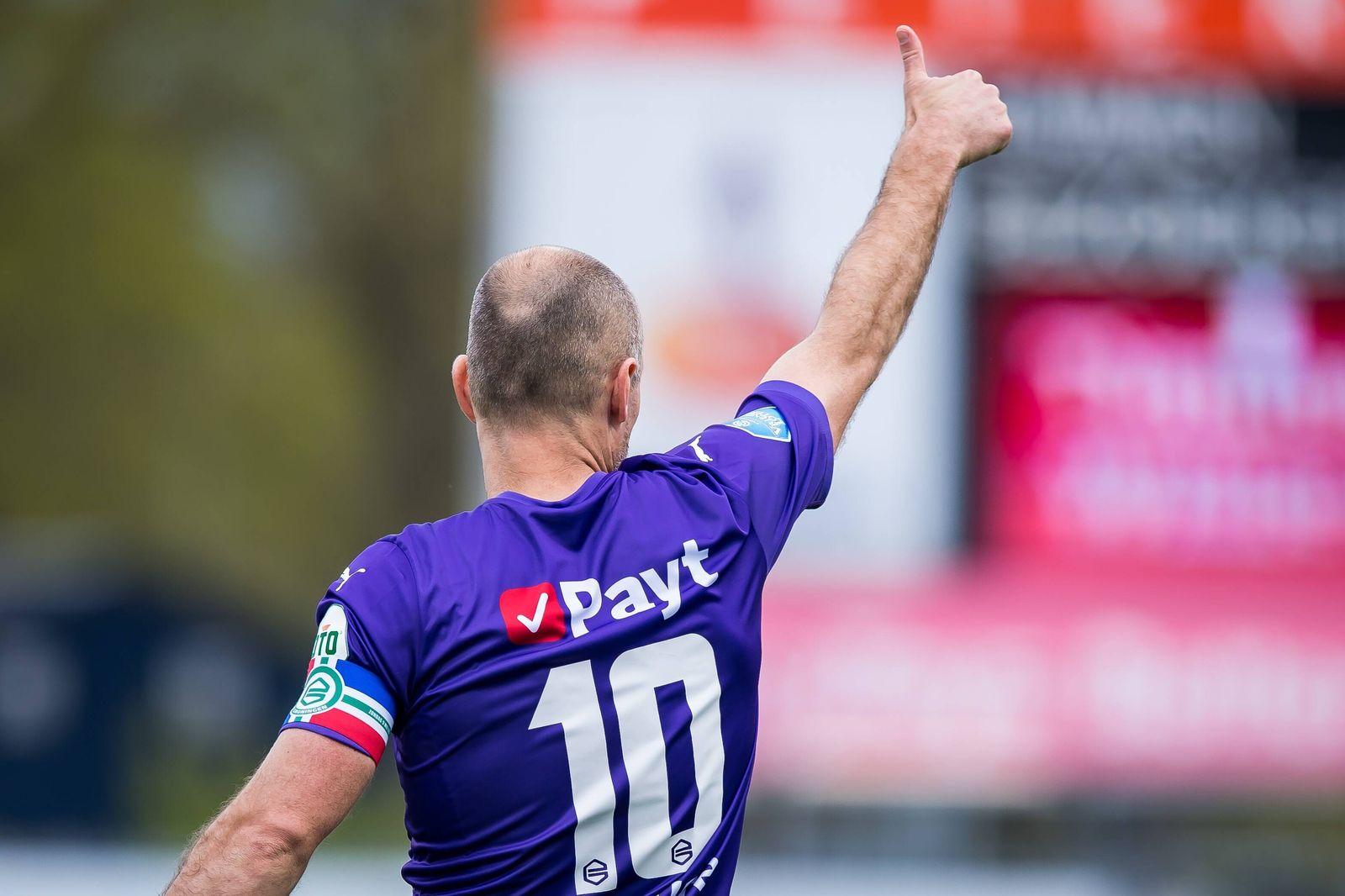 EMMEN - Arjen Robben of FC Groningen during the Dutch Eredivisie match between FC Emmen and FC Groningen at De Oude Meer