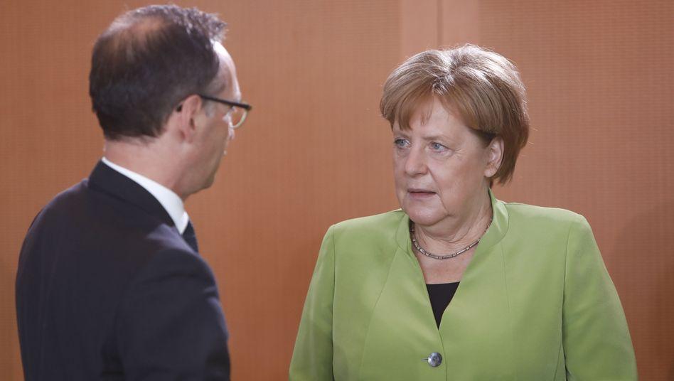 Angela Merkel (r.), Heiko Maas