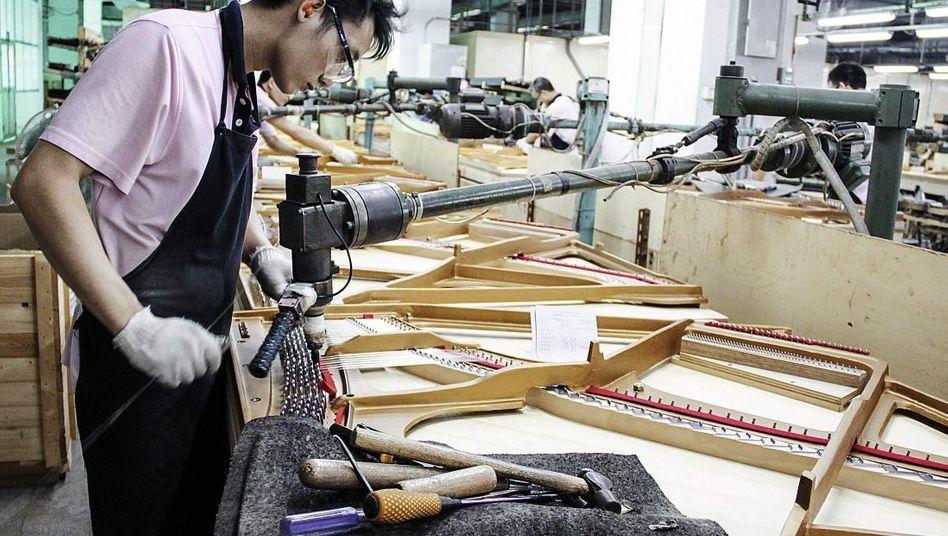Klavierproduktion bei Pearl River Piano in Guangzhou: In Europa 15 Prozent des Markts erobert