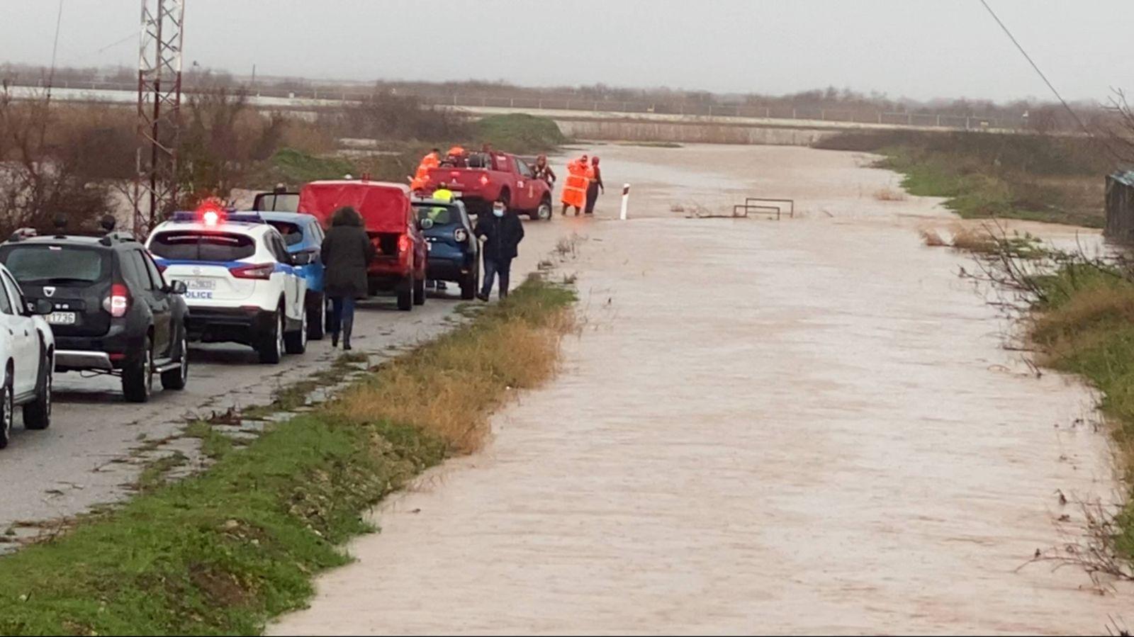 Griechenland, Überschwemmungen im Osten des Landes February 1, 2021, Apalos, Greece: A firefighter was killed on Monday